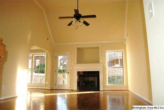 ... hardwoods, high vaulted ceiling, nice crown molding and arch doorways